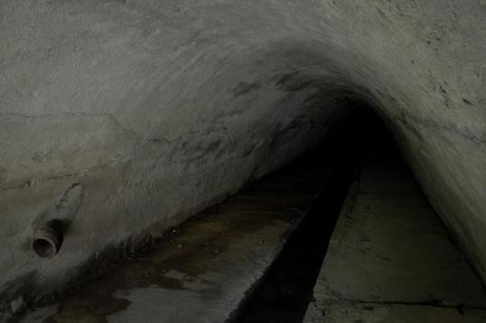 Der Anfang des unterirdischen Kanals. Vergittert und Kalt.